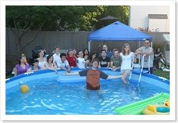 Eu, Anna, Erica, Jenny, não sei, Kevin, Devon, Lori, Joe, Ranjana, Lara, Chris, Bill, George?, Erika, Chefão. (Não lembro do nome do rapaz na piscina)